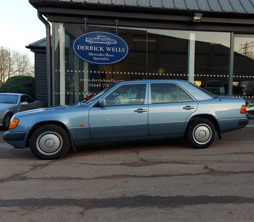 Mercedes-Benz 230E 1990. Immaculate. Complete service history